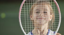 Pourquoi devrions-nous encourager nos enfants à pratiquer le tennis?