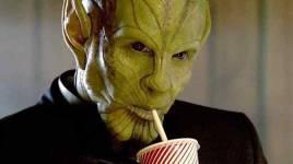 La star du CAPITAINE MARVEL Ben Mendelsohn révèle que Talos était supposé mourir dans une version antérieure du scénario