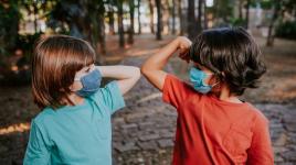 Aider les enfants à rester actifs et à manger sainement pendant le COVID-19