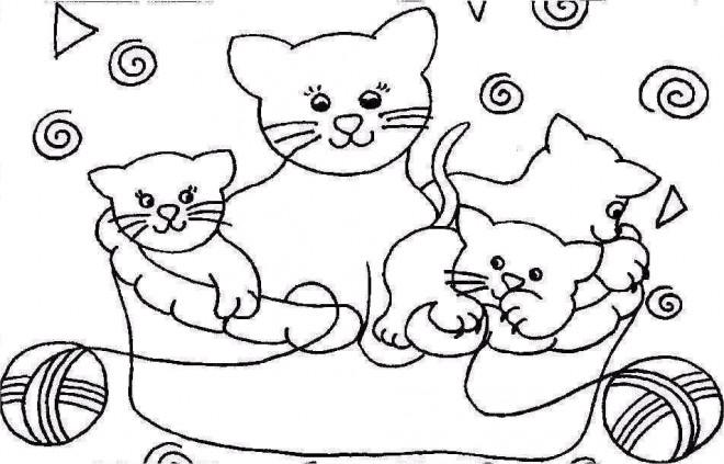 Coloriage et dessins gratuits Chatons sous le control de leur mère à imprimer