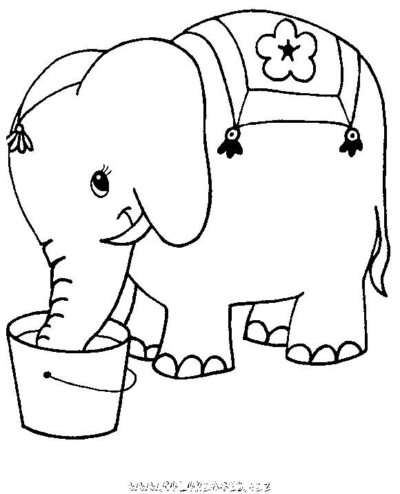 Coloriage et dessins gratuits Éléphant en train de boire de l'eau à imprimer