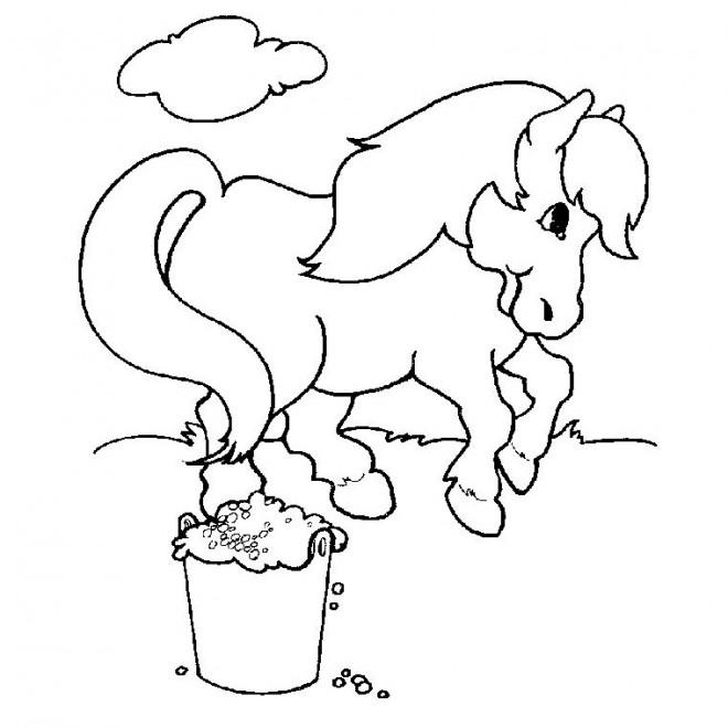 Coloriage et dessins gratuits Poney en plein air à imprimer