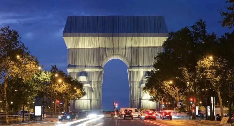 L'Arc de Triomphe se refait une beauté artistique temporaire