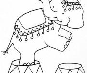 Coloriage Un Éléphant de Cirque debout