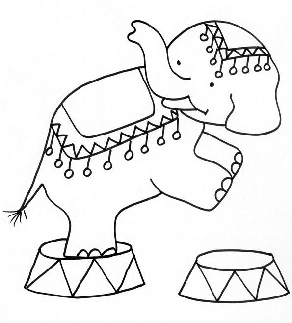 Coloriage et dessins gratuits Un Éléphant de Cirque debout à imprimer