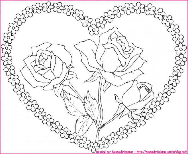 Coloriage Coeur Et Fleurs Au Centre Dessin Gratuit à Imprimer