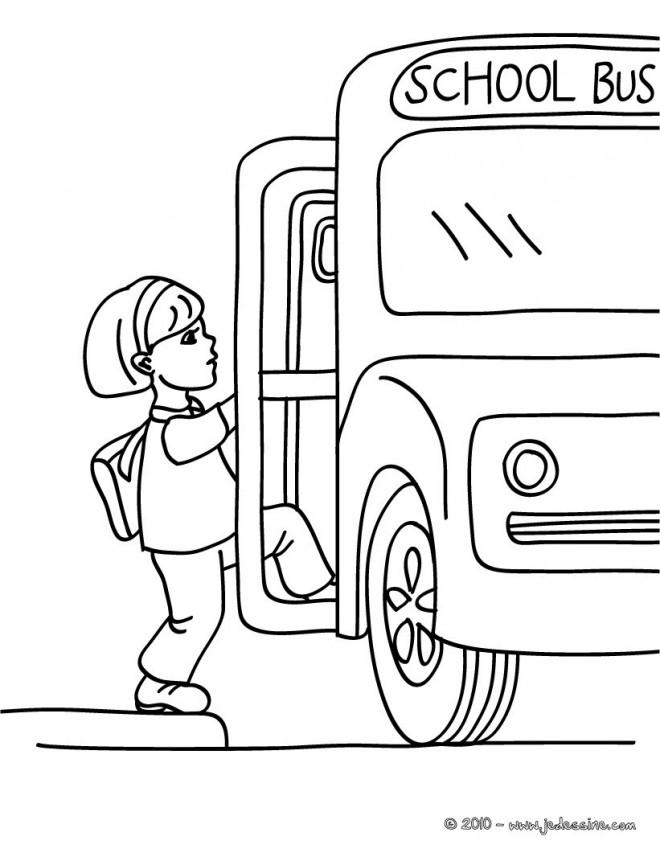 Coloriage et dessins gratuits Élève monte l'autobus scolaire à imprimer