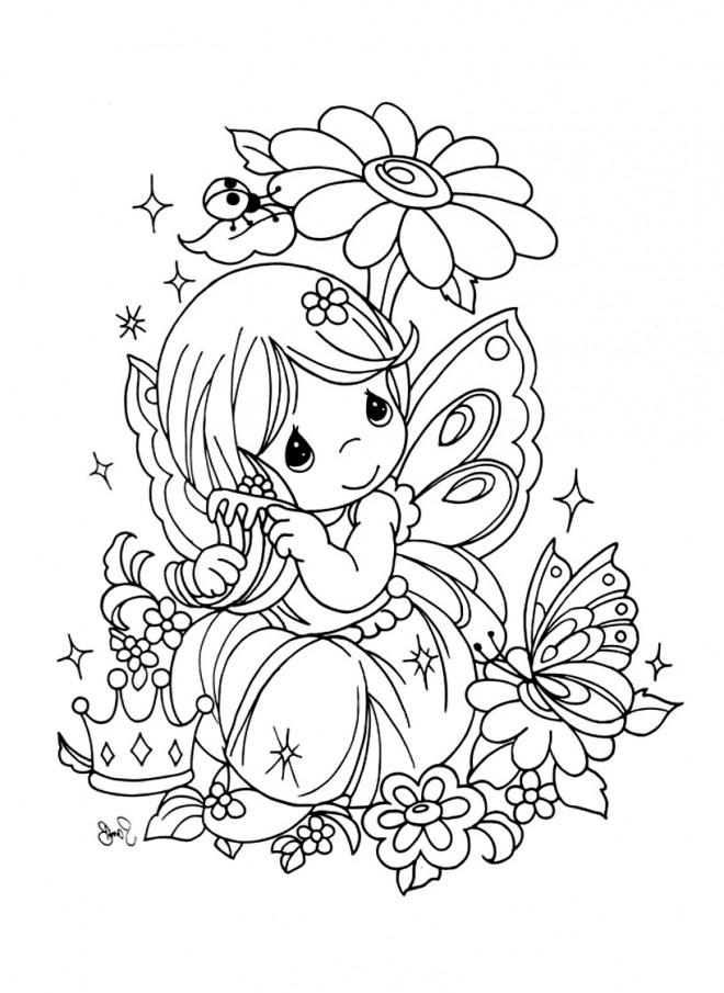 Coloriage Fille mignonne dans la nature dessin gratuit à imprimer