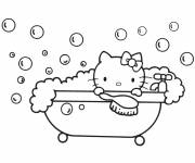 Coloriage Hello Kitty prend son bain