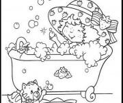 Coloriage et dessins gratuit Charlotte aux fraises prend un bain à imprimer