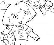 Coloriage Dora et Babouche jouent du Football