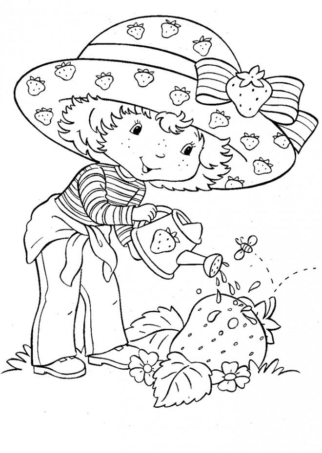 Coloriage et dessins gratuits Fraisinette arrose ses fraises à imprimer