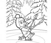 Coloriage Masha en train de jouer sur la glace