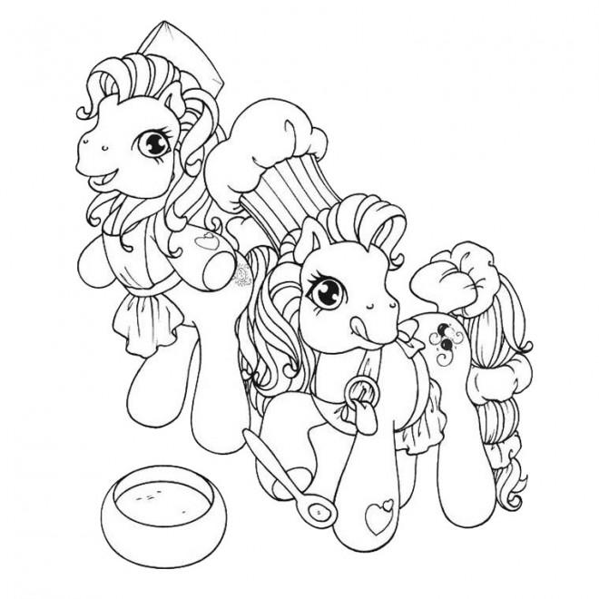Coloriage et dessins gratuits Les petits poneys cuisinent à imprimer