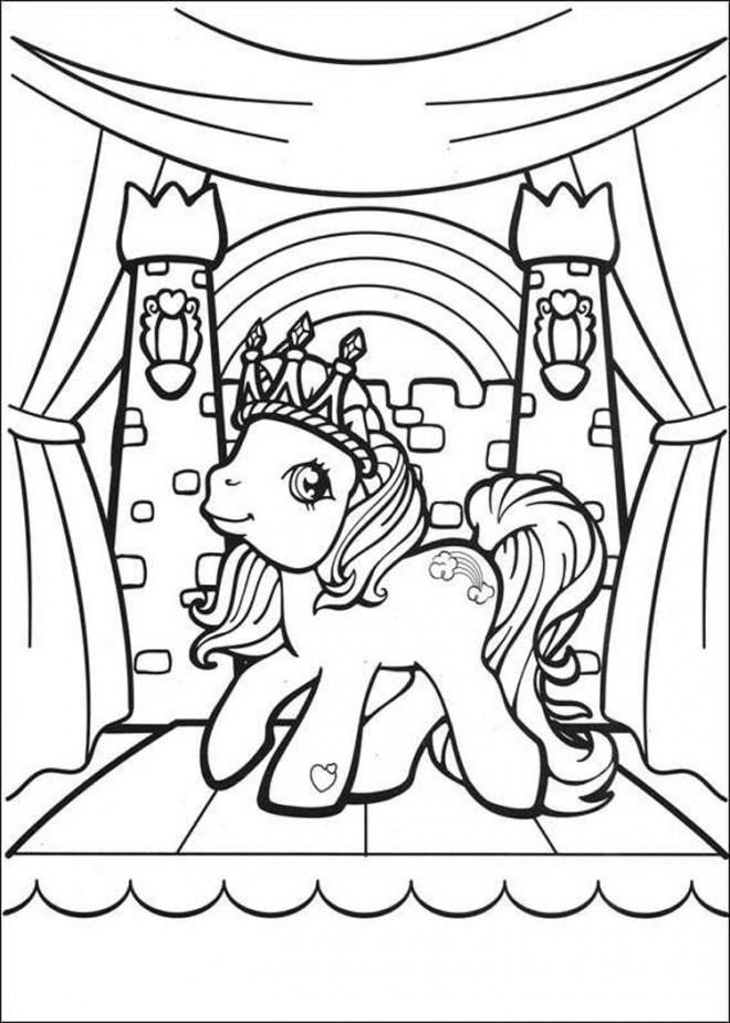 Coloriage et dessins gratuits Mon petit poney en couronne à imprimer
