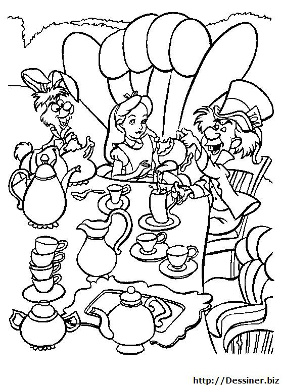 Coloriage et dessins gratuits Alice au pays des merveilles assise à table à imprimer