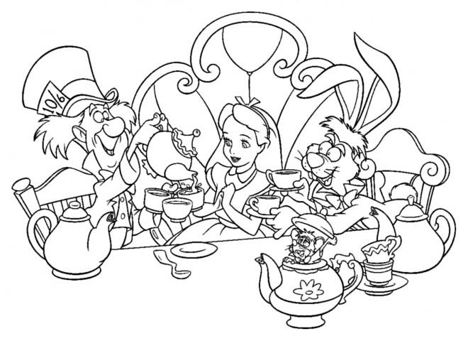 Coloriage et dessins gratuits Alice au pays des merveilles boit du thé à imprimer