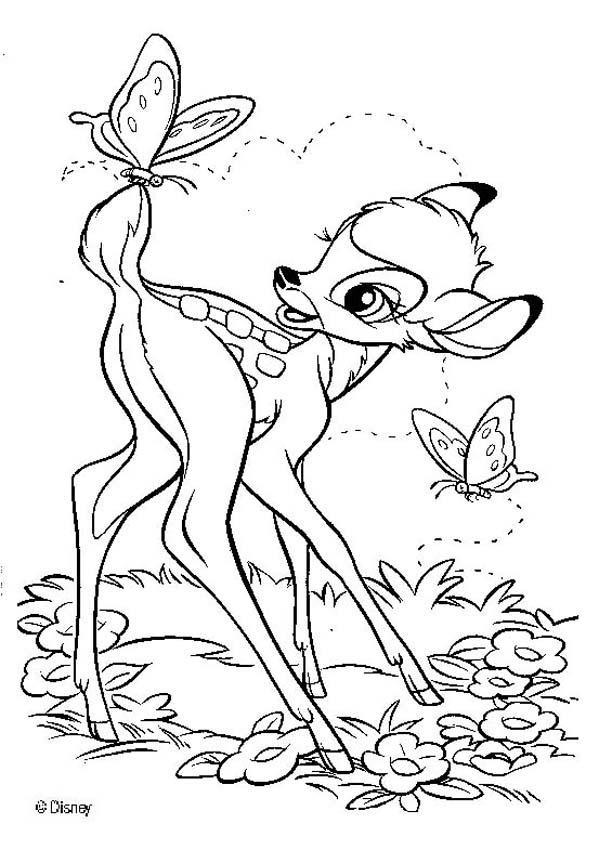 Coloriage et dessins gratuits Bambi joue avec les papillons à imprimer