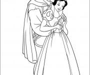 Coloriage et dessins gratuit Prince charmant câline blanche neige à imprimer