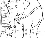 Coloriage Madame Jumbo caresse Dumbo