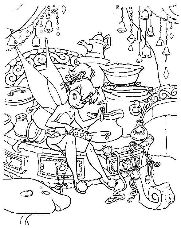 Coloriage et dessins gratuits Fee Clochette entrain de bricoler à imprimer