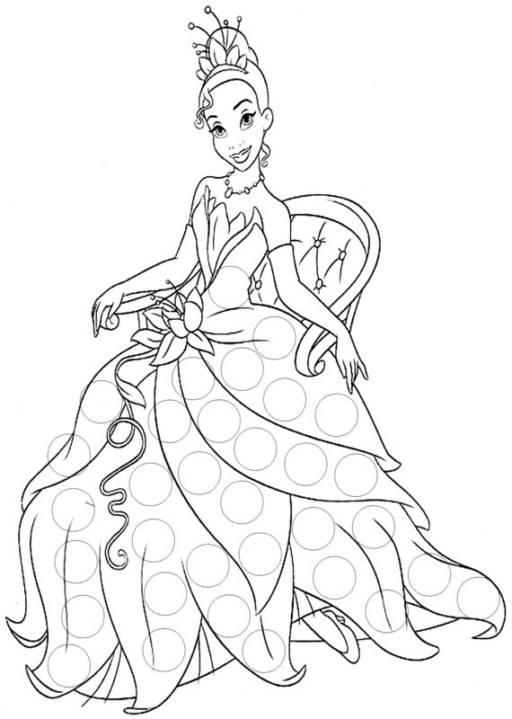Coloriage et dessins gratuits La princesse Tiana assise sur une chaise à imprimer