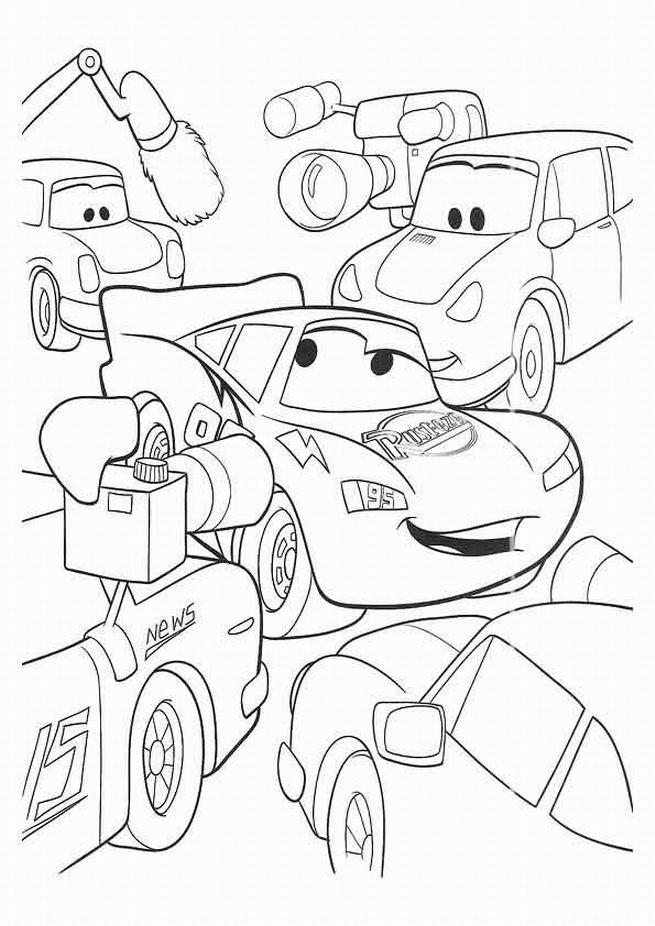 Coloriage et dessins gratuits Cars Flash Mcqueen devant les caméras à imprimer