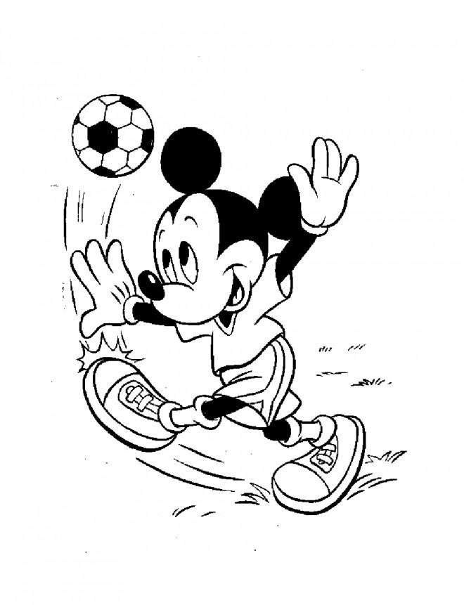 Coloriage Mickey Enfant Joue Du Football Dessin Gratuit A Imprimer