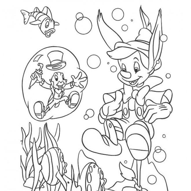 Coloriage et dessins gratuits Pinocchio et Criquet en mer à imprimer