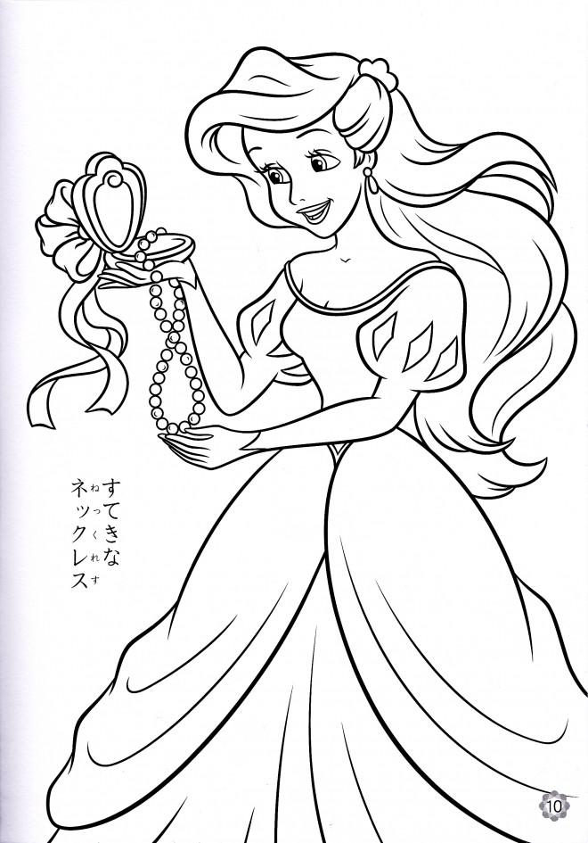 Coloriage et dessins gratuits Princesse Ariel aime son collier à imprimer