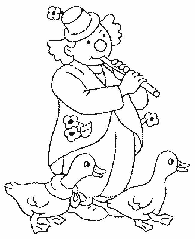 Coloriage et dessins gratuits Clown joueur de flûte avec deux canards à imprimer