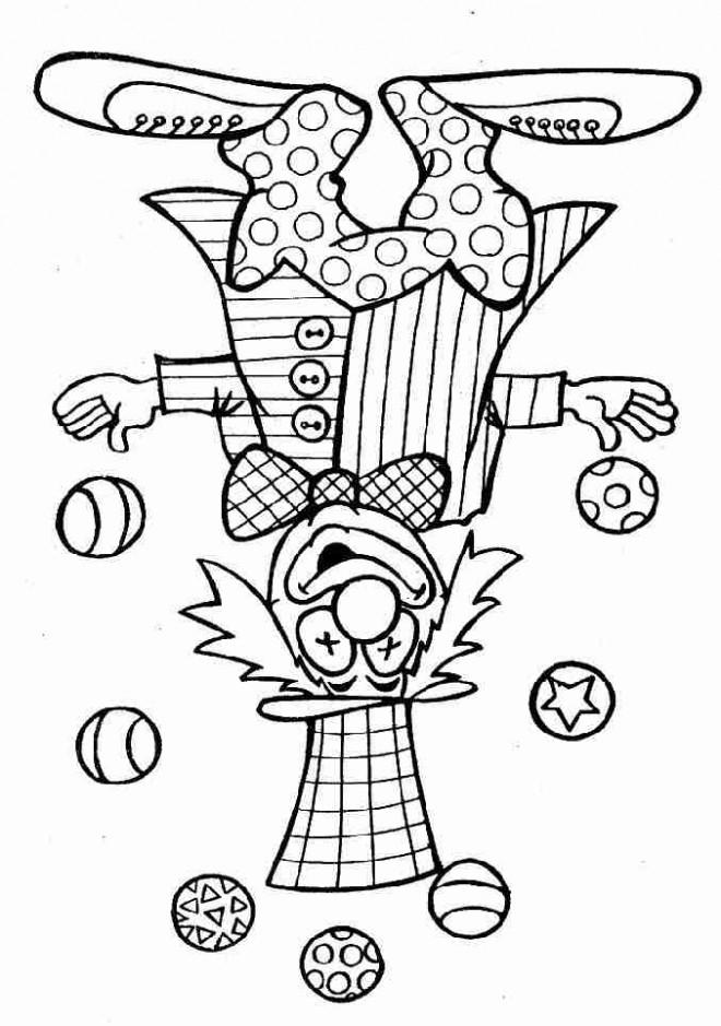 Coloriage un clown jonglant avec sept balles rondes - Photo de clown a imprimer ...