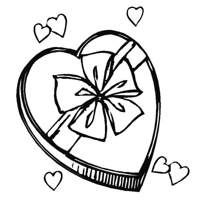 Coloriage et dessins gratuits Cadeau en coeur pour Fête des Mères à imprimer