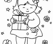 Coloriage et dessins gratuit La fille prend un cadeau pour la Fête de sa maman à imprimer