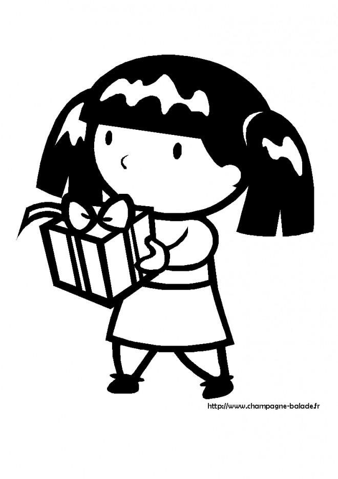 Coloriage et dessins gratuits Petite fille Porte son Cadeau à imprimer
