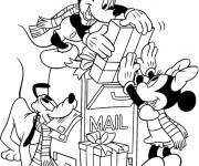 Coloriage et dessins gratuit Mickey et Minnie et Les Cadeaux de Noel à imprimer