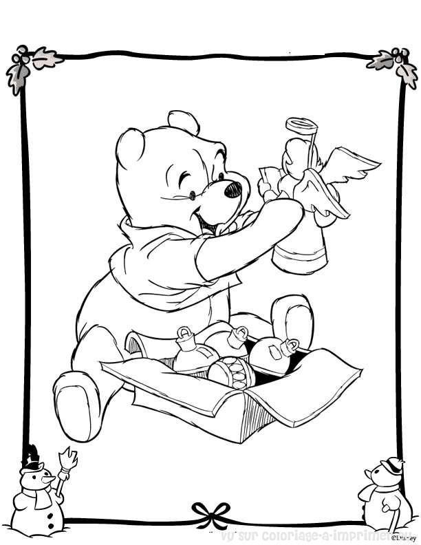 Coloriage et dessins gratuits Winnie avec ses Jouets à télécharger à imprimer