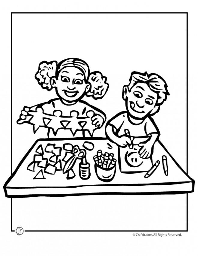 Coloriage et dessins gratuits Enfants font des Activités Manuelles à imprimer