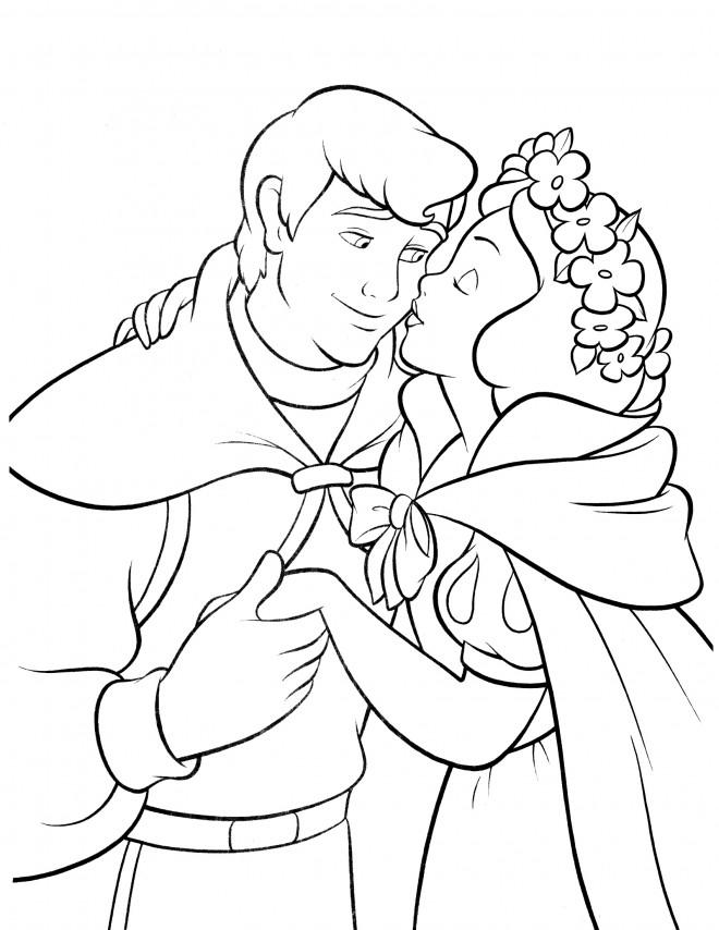 Coloriage et dessins gratuits Princesse Blanche Neige embrasse le prince à imprimer