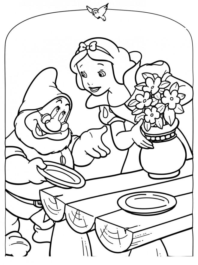 Coloriage Table Princesse.Coloriage Princesse Blanche Neige Prepare La Table