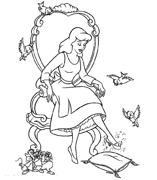 Coloriage et dessins gratuits Cendrillon essaie la Chaussure magique à imprimer