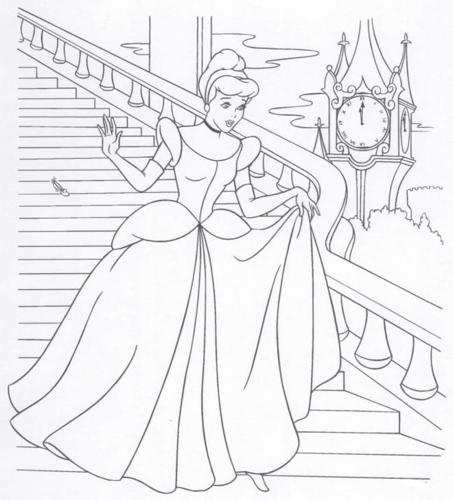 Coloriage et dessins gratuits Cendrillon s'échappe à minuit à imprimer