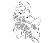 Coloriage et dessins gratuit Cendrillon tenant des roses à imprimer