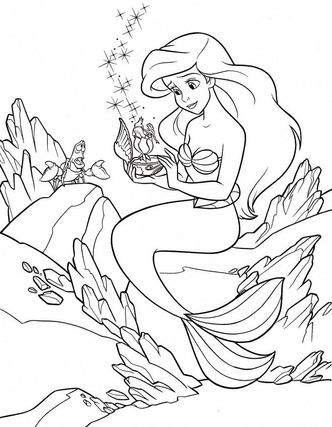 Coloriage et dessins gratuits Princesse Ariel avec sa boîte à musique à imprimer
