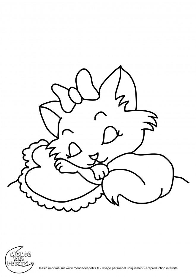 Coloriage Chat Mignon dort dessin gratuit à imprimer