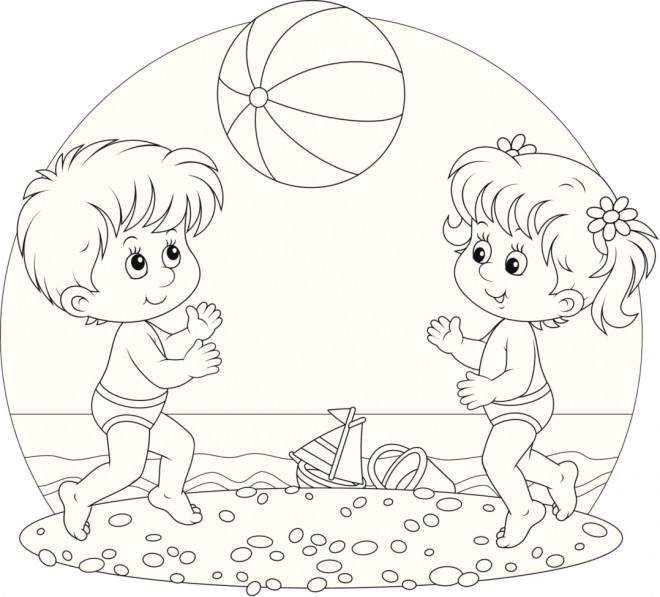 Coloriage Enfants en jouant au Ballon de Plage dessin gratuit à imprimer