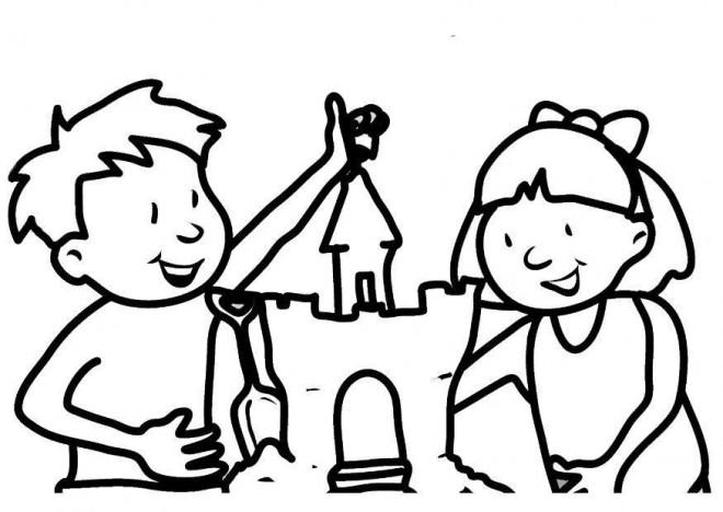 Coloriage et dessins gratuits Fille et garçon décorent leur Château de Sable à imprimer