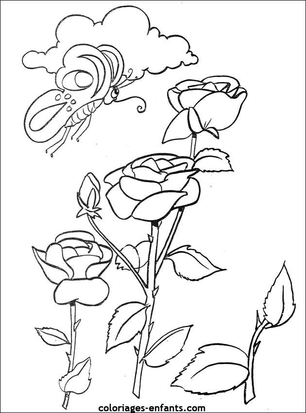 Coloriage et dessins gratuits Papillon en vol sur les Fleurs à imprimer