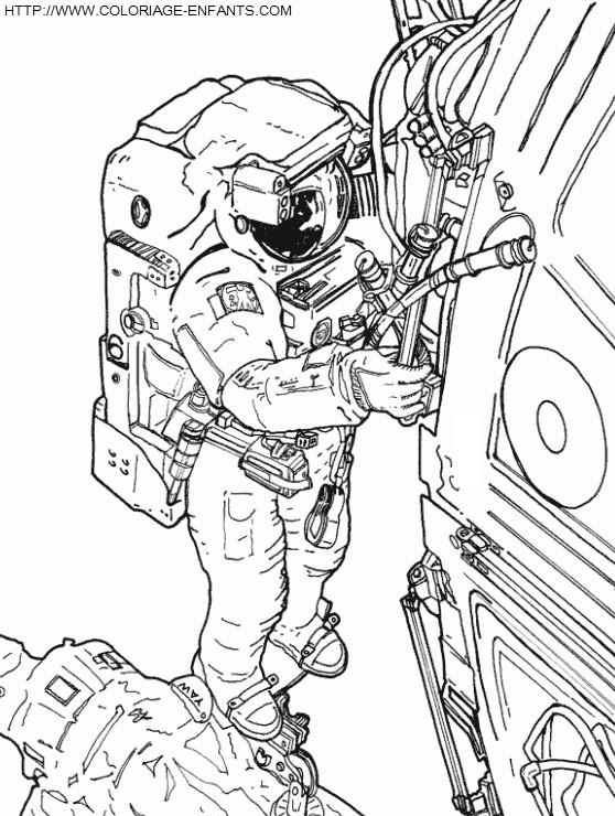 Coloriage et dessins gratuits Cosmonaute répare le système de vaisseau à imprimer