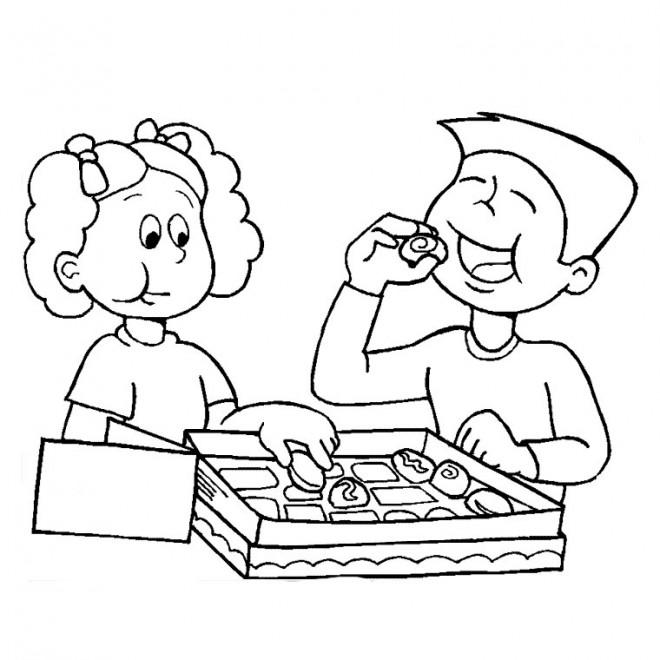Coloriage et dessins gratuits Les enfants mangent les gâteaux de leur maman à imprimer